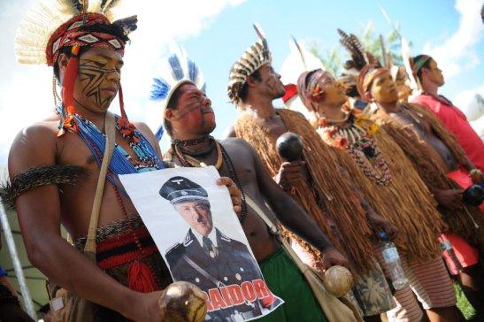 Índios aderem ao protesto em Brasília.