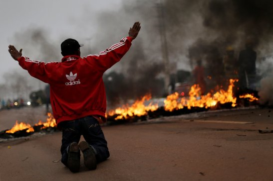 Integrantes do MST protestam em Brasília nesta sexta-feira.