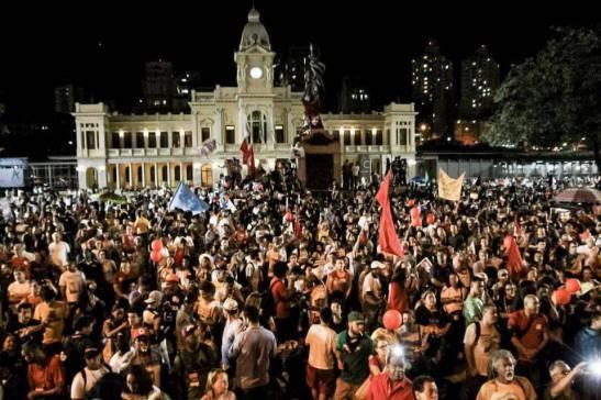 milhares de pessoas voltam às ruas de Belo Horizonte
