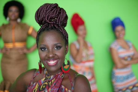 A produtora Danielaine Macedo do Coletivo Achantes vai levar mulheres para desfilar moda africana no evento