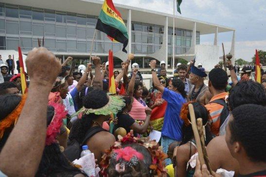 indígenas e quilombolas protestam em Brasília, em 2015