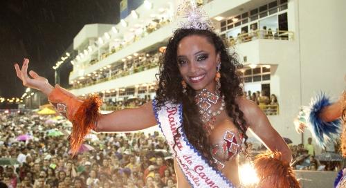 Michele Crispim é a rainha do Carnaval de Florianópolis