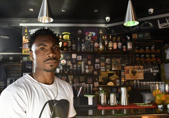 Funcionário desabafa sobre ato racista de cliente em hamburgueria