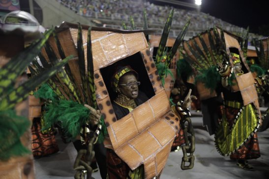 4.Tuiuti desfilou neste domingo (11). LEO CORREA AP