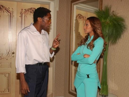Ellen (Tais Araujo) e Foguinho (Lázaro Ramos) em cena de Cobras e Lagartos