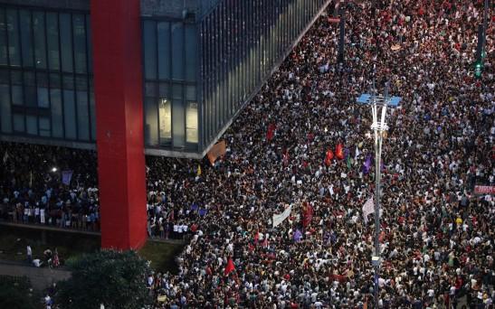 Manifestantes protestam na Paulista contra os assassinatos da vereadora Marielle Franco (Foto - Daniel Teixeira)