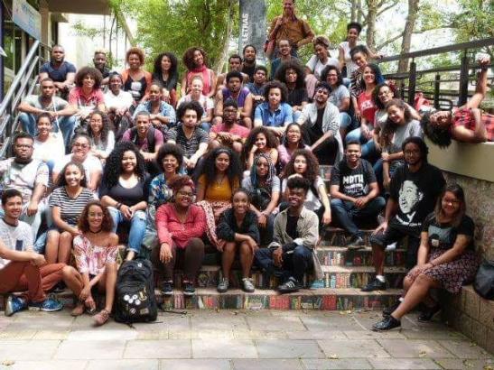 Negros da UFRGS se reúnem para foto coletiva no Dia da Consciência Negra