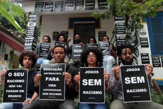 Grupos de alunos do Coletivo Nuvem Negra